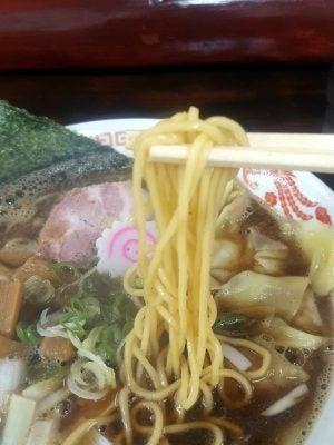 中華そば 銀次郎の「煮干し中華そば ワンタン追加」の麺